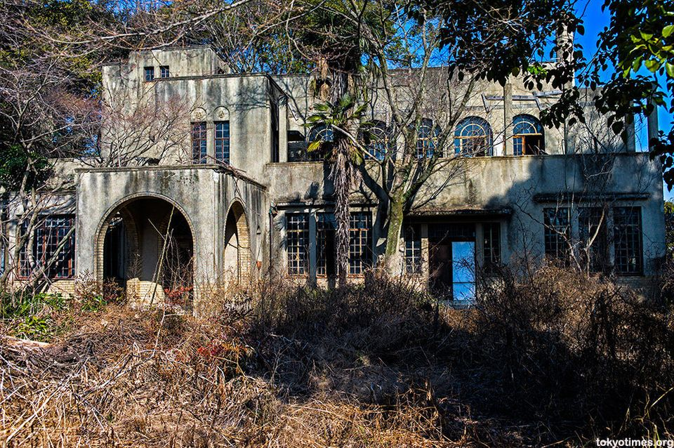 Abandoned Japanese Home Was Once A Grand Mansion, Now