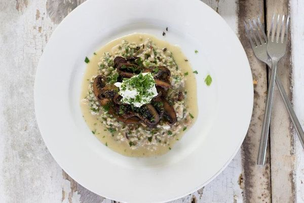 "<strong>Get the <a href=""http://www.jessicacox.com.au/recipe/2012/12/19/mushroom-buckwheat-risotto-with-goats-curd/"" target="""