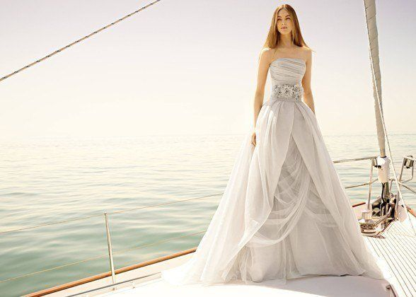 Both dress experts told me that their brides from the Big Apple have extremely sophisticated tastes. They aren't afraid to tr