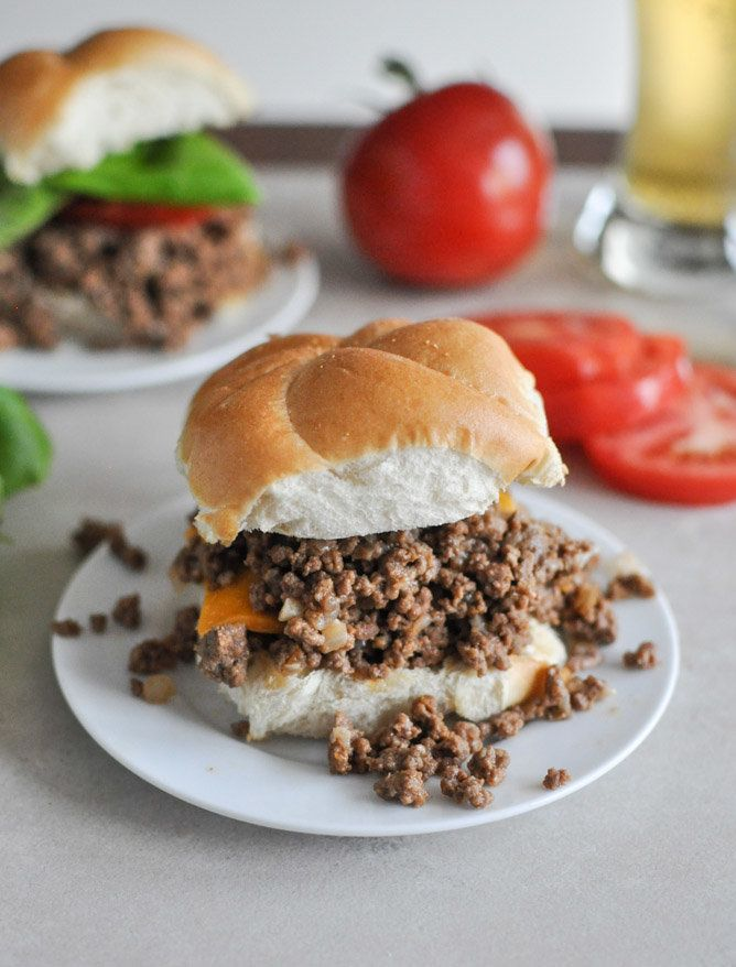 "<strong>Get the <a href=""http://www.howsweeteats.com/2012/12/crockpot-cheeseburgers/"" target=""_blank"">Crockpot Cheeseburgers<"