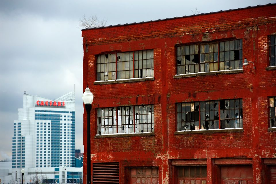 The Caesars Windsor Casino stands in contrast to an abandoned warehouse in Detroit. (Photo by Bonnie Jo Mount/The Washington