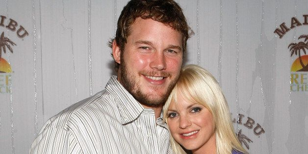 BEVERLY HILLS, CA - AUGUST 11:  Actor Chris Pratt (L) and actress Anna Faris attend the Poolside Summer Party to celebrate th