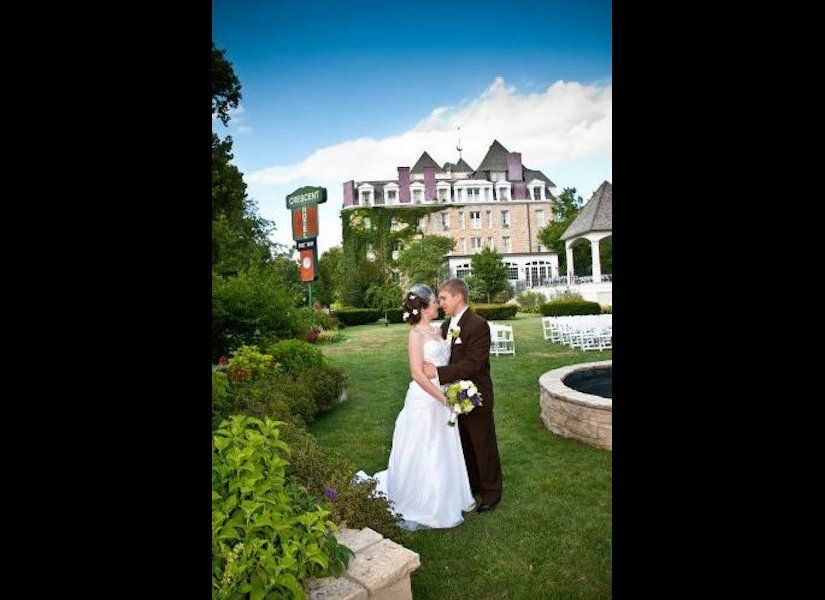 This spirited hotel has been hosting weddings for over 125 years. Paranormal researchers Jason Hawes and Grant Wilson, stars