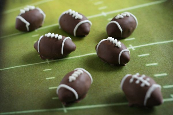 """<strong>Get the<a href=""""http://www.bakerella.com/super-bowl-funday/"""" target=""""_blank""""> Football Oreo Truffles</a> by Bakerella"""