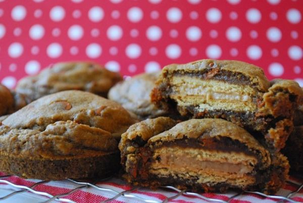 """<strong>Get the <a href=""""http://thedomesticrebel.com/2012/11/19/deep-dish-gingerbread-oreo-stuffed-cookies/"""" target=""""_blank"""">"""