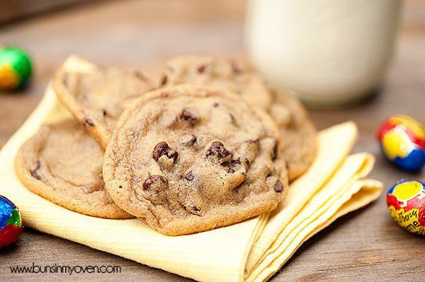 "<strong>Get the <a href=""http://www.bunsinmyoven.com/2013/03/19/cadbury-creme-egg-stuffed-cookies/"" target=""_blank"">Cadbury C"