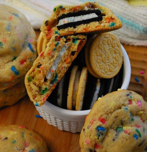 """<strong>Get the <a href=""""http://thedomesticrebel.com/2013/01/28/cake-batter-oreo-stuffed-funfetti-cookies/"""" target=""""_blank"""">C"""