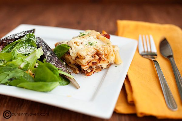 "<strong>Get the <a href=""http://www.bunsinmyoven.com/2011/10/10/baked-ziti-with-bechamel-sauce/"" target=""_blank"">Baked Ziti R"