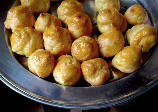 "<strong>Get the <a href=""http://mimithorisson.com/2012/04/29/gougeres-traditional-cheese-puffs/"" target=""_blank"">Gougères re"