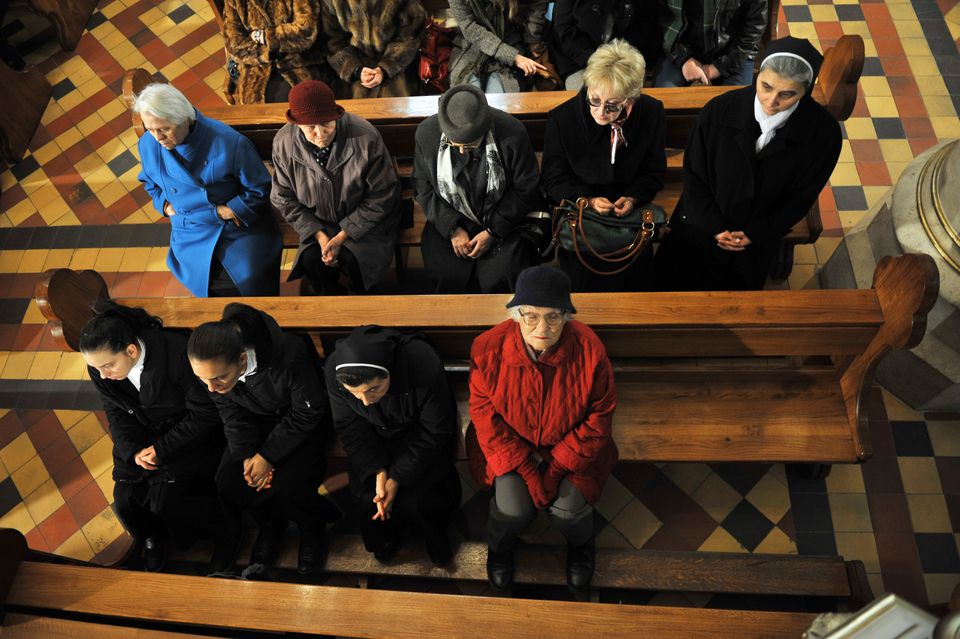 Bosnian Croats attend A Christmas Mass at Sarajevo4S Cathedral of The Heart Of Jesus, early on December 25, 2012. AFP PHOTO /
