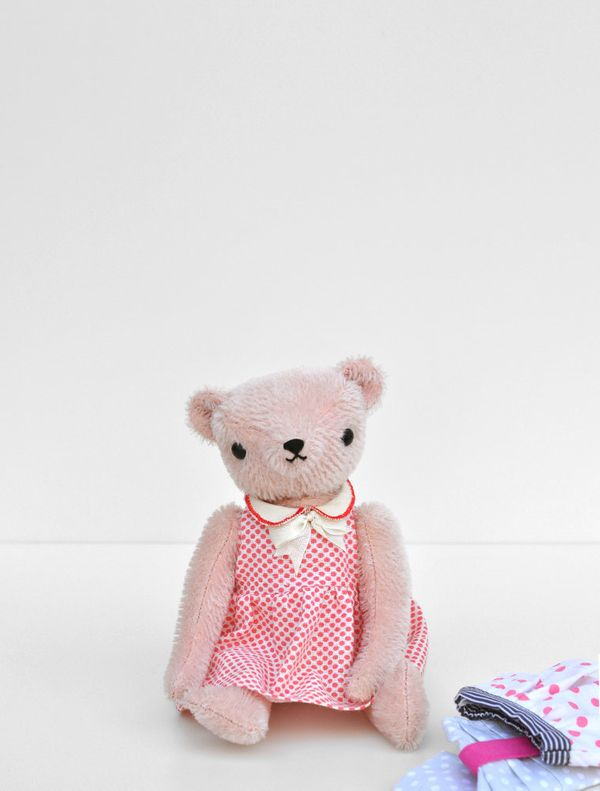 "<a href=""http://polkadotclub.bigcartel.com/"" target=""_hplink"">Polka Dot Club</a>: OK, so these are bears. But the adorable st"