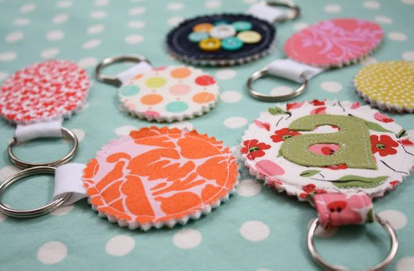 """<a href=""""http://www.huffingtonpost.com/2012/12/13/homemade-gift-ideas-fabric-scrap-keychain_n_2286828.html"""">These keychains</"""