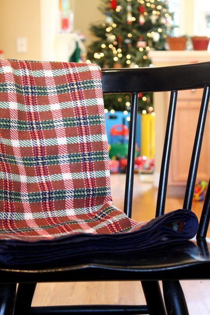 """A great way to <a href=""""http://www.huffingtonpost.com/2012/12/10/homemade-gift-ideas-wool-blankets_n_2272895.html"""">stay warm<"""