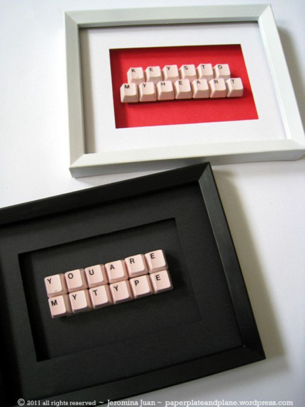 """Use old keys from a keyboard to create <a href=""""http://www.huffingtonpost.com/2012/05/08/craft-of-the-day-gift-made-keyboard_"""