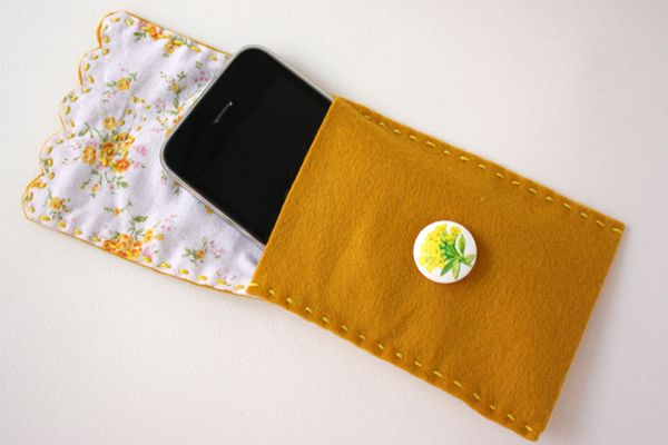 """This <a href=""""http://www.huffingtonpost.com/2012/06/18/craft-of-the-day-cell-phone-case-_n_1601559.html"""">pretty felt case</a>"""