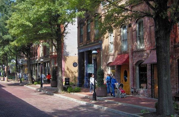 Located between the Ohio and Tennessee Rivers, Paducah offers a rich history and a variety of cultural attractions. The town'