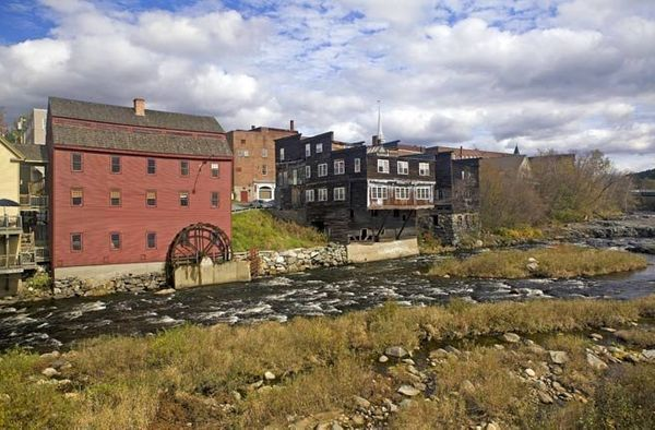 With a stunning mountain backdrop and picturesque river, it's easy to see why Littleton remains New Hampshire's commercial hu