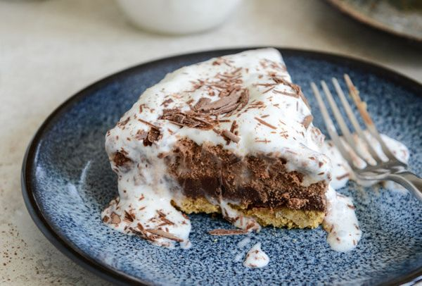 "<strong>Get the <a href=""http://www.howsweeteats.com/2013/07/chocolate-peanut-butter-truffle-pie/"" target=""_blank"">Chocolate"