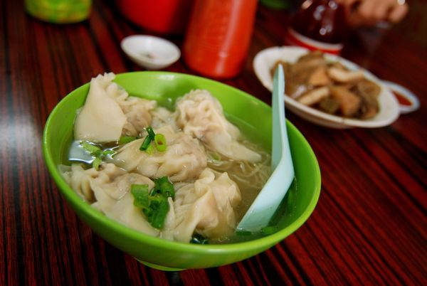These Chinese dumplings can be boiled and served in soup, or deep-fried and served with dipping sauces.  Their preparation va