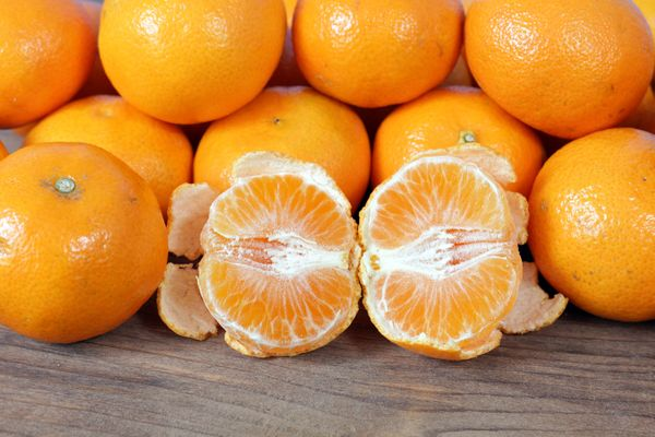 <strong>Serving Size</strong>: 2 clementine oranges <br><strong>Carb Choices</strong>: 1