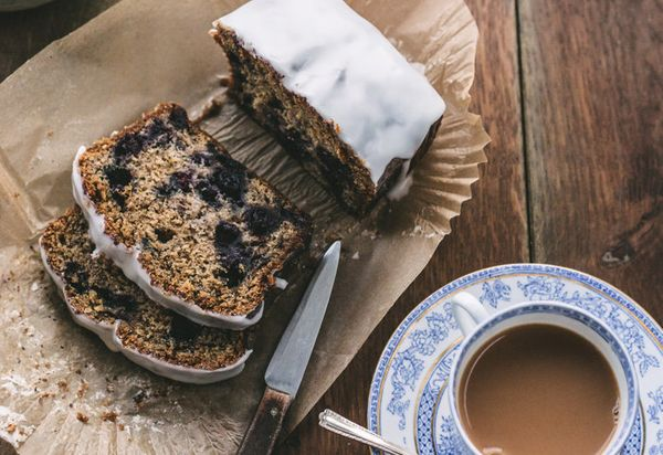 "<strong>Get the <a href=""http://www.topwithcinnamon.com/2014/01/earl-grey-tea-blueberry-and-lemon-cake.html"" target=""_blank"">"