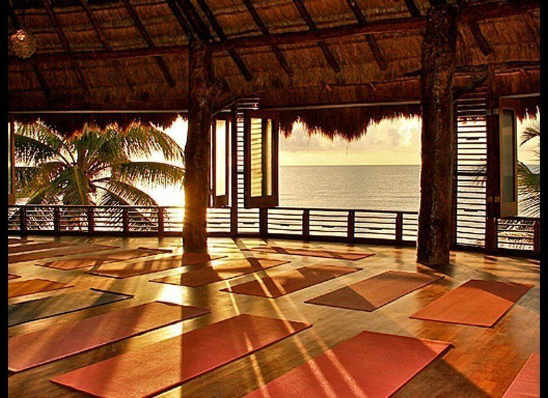 <strong>YOGAWORKS RETREATS</strong>