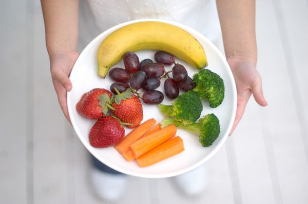 Rather than follow the hard and fast rule of eating 7 servings of fruit and vegetables per day, try filling half your plate w