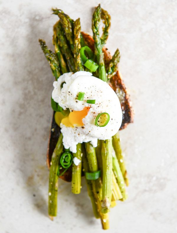 "The more vegetables the better.<strong>Get the <a href=""http://www.howsweeteats.com/2014/03/roasted-sesame-asparagus-toasts-w"