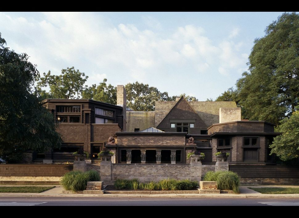 "Location: Oak Park, Ill.<br> Built: 1889<br> <a href=""http://www.flwright.org/researchexplore/homeandstudio"" target=""_blank"">"