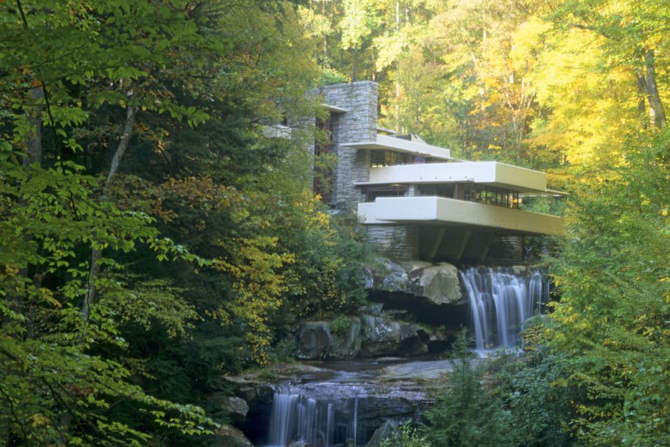 "Location: Mill Run, Penn.<br> Built: 1936-1939<br> <a href=""http://www.fallingwater.org/"" target=""_blank"">More info</a> <br><"