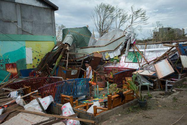 Ο τυφώνας Μανγκούτ σάρωσε τις Φιλιππίνες και τώρα χτυπά τη νότια