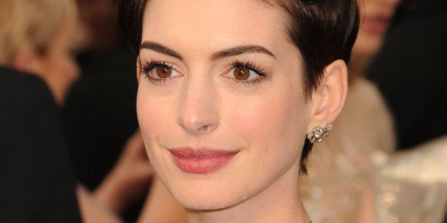 How Many Ways Can Anne Hathaway Style Her Pixie Cut Huffpost Life