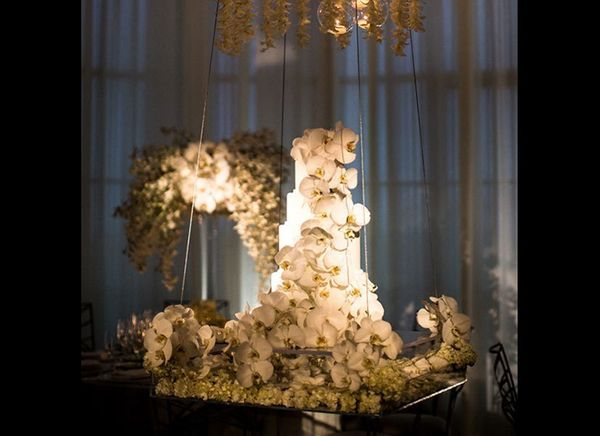 Recently, wedding cakes and dessert bars have become an integral part of the reception décor. This couple decided to forgo yo