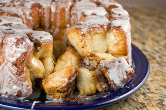 "<strong>Get the <a href=""http://www.macheesmo.com/2012/01/chocolate-chip-monkey-bread/"" target=""_blank"">Chocolate Chip Monkey"