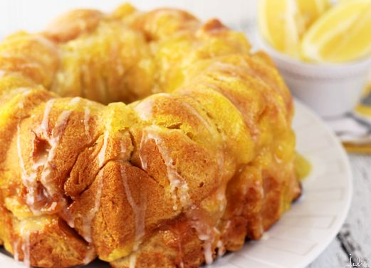 "<strong>Get the <a href=""http://www.julieseatsandtreats.com/2014/04/lemon-monkey-bread-2/2/"" target=""_blank"">Lemon Monkey Bre"