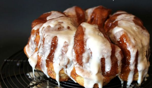 "<strong>Get the <a href=""http://www.ohbiteit.com/2013/08/cinnamon-roll-monkey-bread.html"" target=""_blank"">Cinnamon Roll Monke"