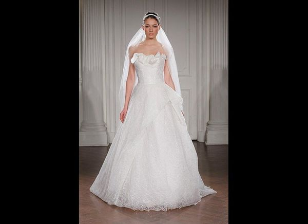 """We fell head-over-heels for this """"halo veil"""" at<strong><a href=""""http://www.peterlangner.it"""" target=""""_blank"""">P"""