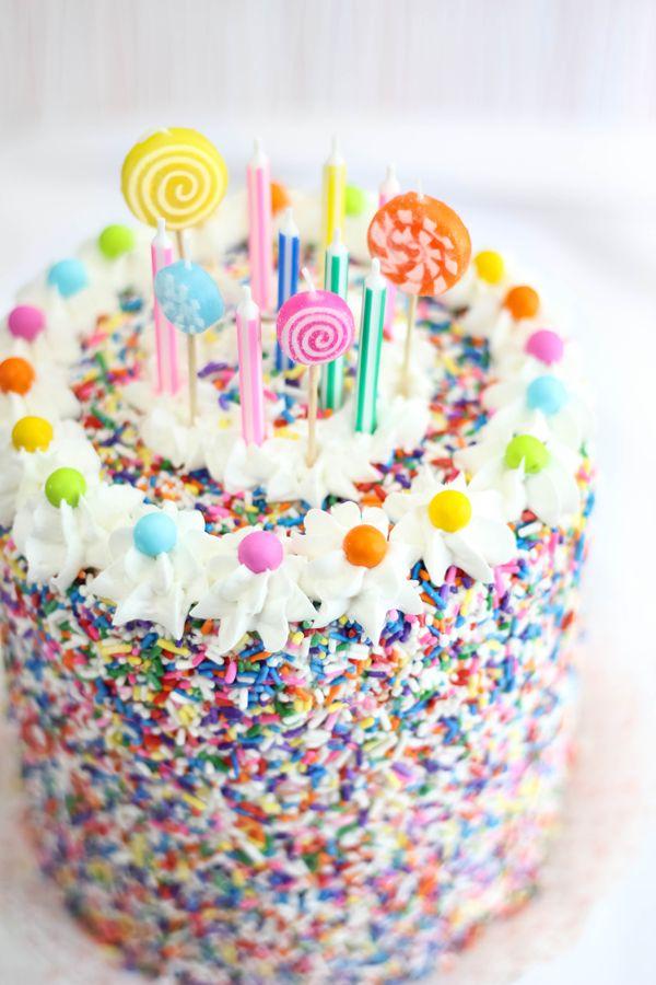 "<strong>Get the <a href=""http://www.sprinklebakes.com/2013/09/rice-krispie-treat-sprinkle-cake.html?m=1"" target=""_blank"">Rice"