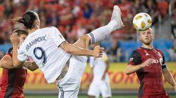 Le but d'extraterrestre de Zlatan Ibrahimovic pour sa 500e réalisation chez les