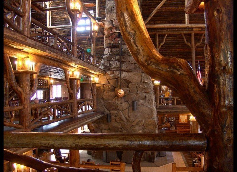 <strong>OLD FAITHFUL INN
