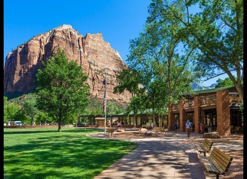 <strong>ZION LODGE