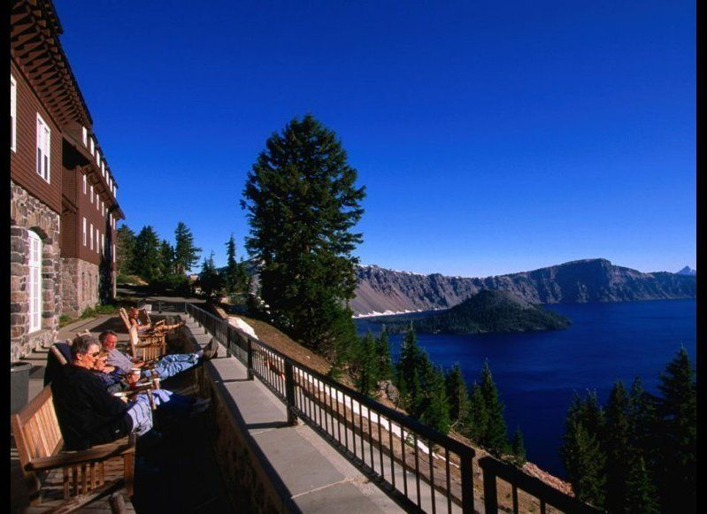 <strong>CRATER LAKE LODGE