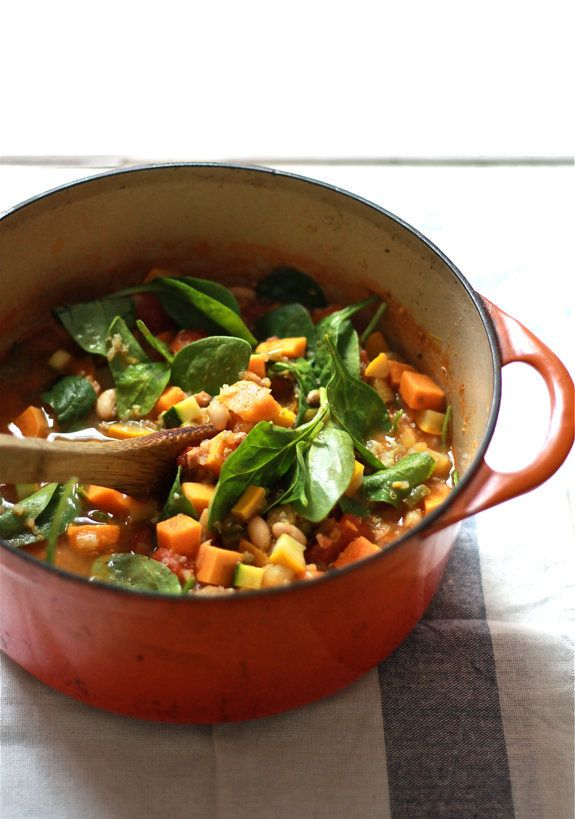 "<strong>Get the <a href=""http://www.theclevercarrot.com/2013/09/late-summer-minestrone/"" target=""_blank"">Late Summer Minestro"