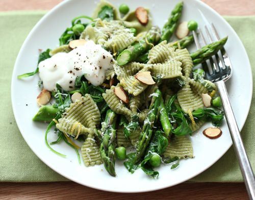"<strong>Get the <a href=""http://www.foodiecrush.com/2012/04/craving-spring-greens-asparagus-and-ricotta-pasta/"" target=""_blan"