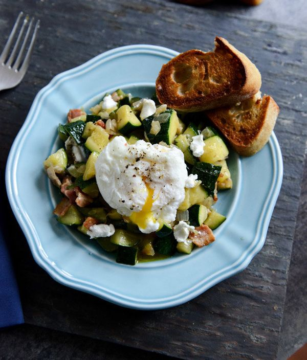 "<strong>Get the <a href=""http://www.howsweeteats.com/2013/07/zucchini-summer-skillet-with-poached-eggs-garlic-brown-butter-ba"
