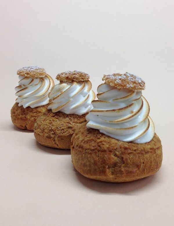 """<a href=""""http://popelini.com/"""" target=""""_blank"""">Popelini</a> is a small pâtisserie where you can only buy cream puffs. The leg"""