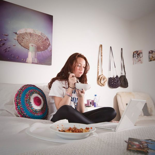 Oona Wagner, a 13-year old girl who lives with her father and her stepmother, has her favorite Italian food prepared by her f