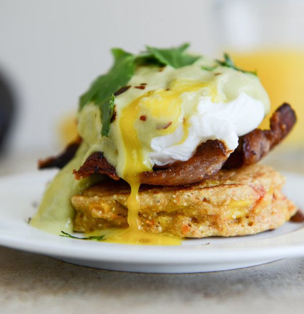 """<strong>Get the <a href=""""http://www.howsweeteats.com/2014/03/sweet-corn-cake-eggs-benedict-with-avocado-hollandaise/"""" target="""