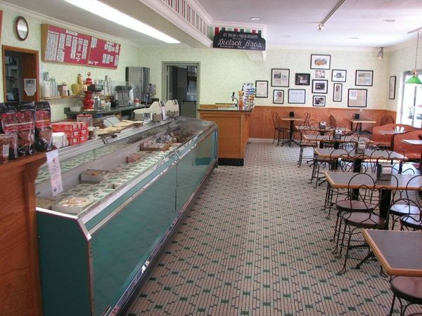 <em>(109 reviews, 5 out of 5 bubbles on TripAdvisor)</em> Located 100 miles north of Columbus, this sweet shop prides itself