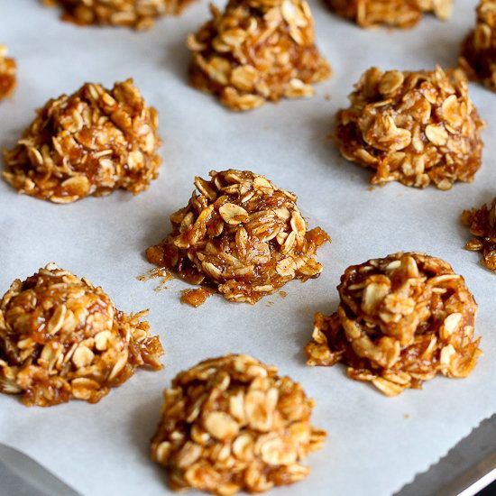"<a href=""http://www.cookincanuck.com/2014/03/healthy-no-bake-maple-banana-cookies-recipe-vegan/"" target=""_blank"">Healthy No-B"